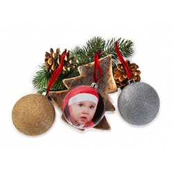 Vianočná ozdoba v tvare gule s priemerom 8,7cm strieborná
