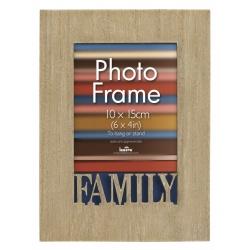 Drevený fotorámik 10x15 cm s vyrezaným detailom Family